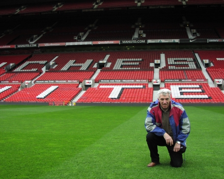 "Donald Gabriels: Bodemstalen nemen in het ""Theatre of Dreams"" - Old Trafford, Manchester United, Engeland."