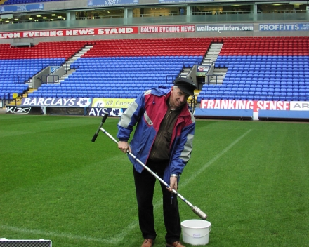 Donald Gabriels: Bodemstalen nemen in het Reebok Stadium, Bolton Wanderers, Engeland.