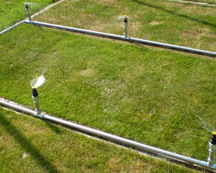 Ganda Criteria - proefvelden ETS Field Days Belgium: regenvalsimulatie ter bepaling van de waterretentiecapaciteit (detail)